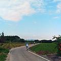 大溪韭菜花海17悠閒騎著車的人們
