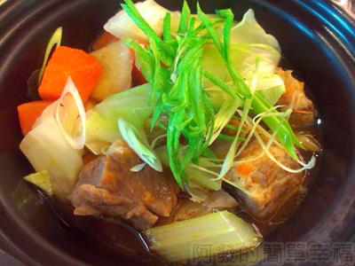 喫茶趣12-主菜-包種鮮蔬燉牛腩