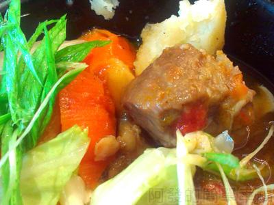 喫茶趣13-主菜-包種鮮蔬燉牛腩