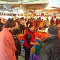 改建後的富基魚港07數十攤擺滿了琳瑯滿目的活海鮮