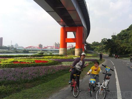 古亭河濱公園09永福橋往福和河濱公園-一旁小花海
