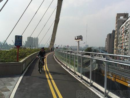 古亭河濱公園25古亭河濱公園跨堤天橋