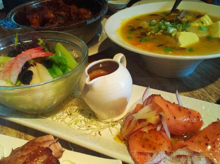 淡水-紅樓中餐廳16蘆筍甜蝦沙拉拼燻鮭魚捲時蔬.jpg