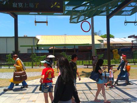 宜蘭火車站幾米主題廣場06向左走 向右走