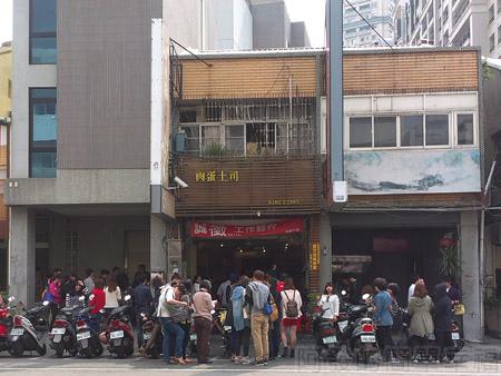肉蛋土司中西式早餐01遠處就可看到門口溢滿的人潮
