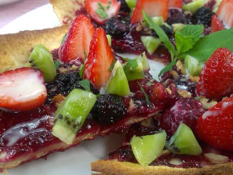 內湖碧山路採草莓I-35莓圃-美莓繽紛薄餅蠻美味的
