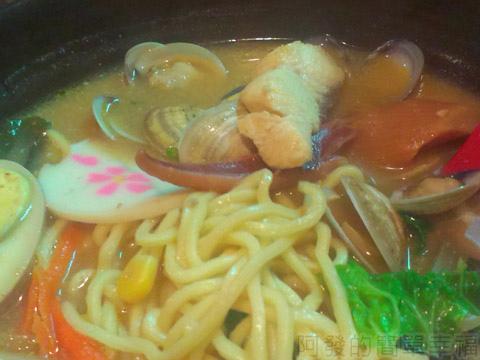 三重-雙滿瀧日式拉麵16味噌魚片蛤蜊拉麵
