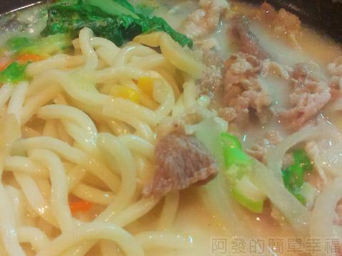 三重-雙滿瀧日式拉麵17豚骨湯頭