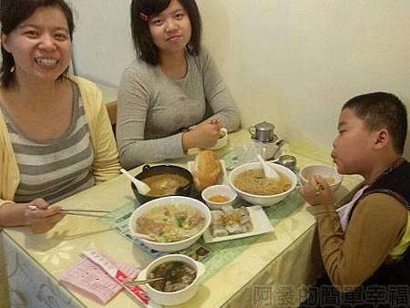 銀座越南美食23兒子很享受的表情