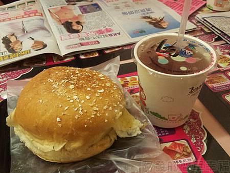 中和-甜心漢堡11-今日特餐-煙燻雞絲蛋堡