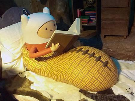 探險活寶-阿寶老皮特展20-麻吉樹屋2樓躺在床上的阿寶