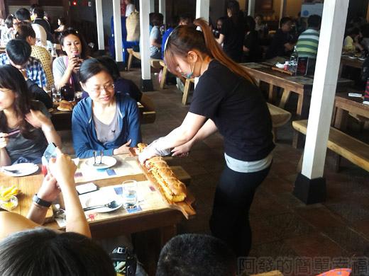 宜蘭II-窯烤山寨村28隔壁桌70公分的惡棍鴨