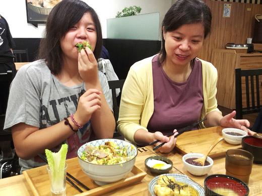 內湖-開丼燒肉vs丼飯24日出燒肉丼-開心的很