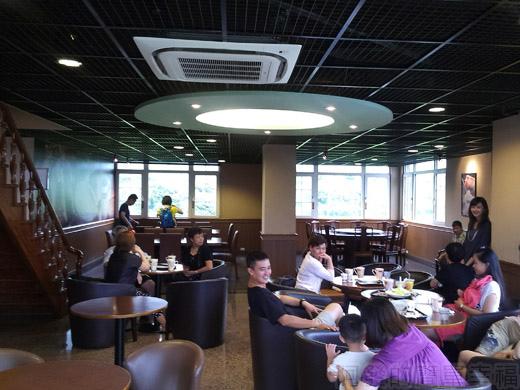 礁溪-伯朗蘭花咖啡館16二樓沙發區