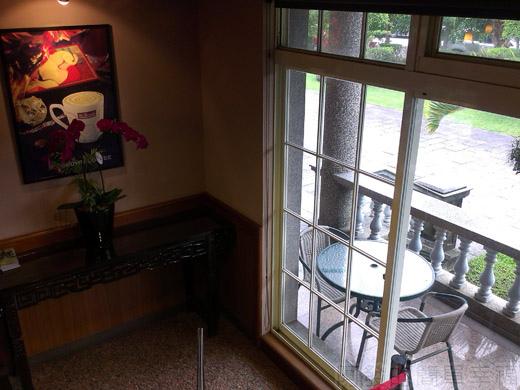 礁溪-伯朗蘭花咖啡館15一樓往二樓階梯角落