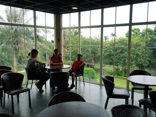 礁溪-伯朗蘭花咖啡館17二樓落地窗