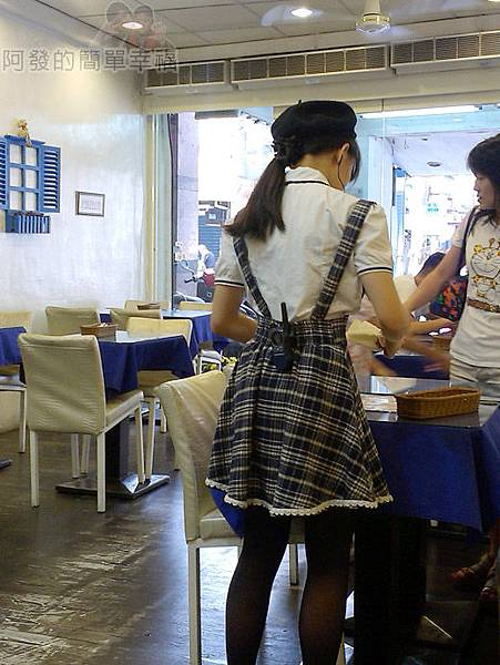 板橋-YUMMY雅米早午餐05-服務人員穿著