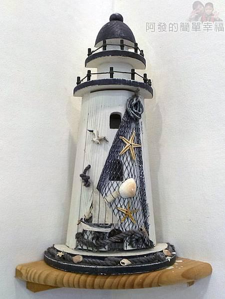 板橋-YUMMY雅米早午餐09-牆角燈塔造型飾品