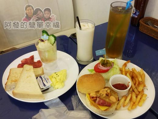 板橋-YUMMY雅米早午餐14-餐點-夏威夷培根起司漢堡套餐和朝日套餐