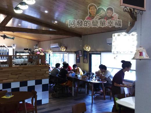 梅花湖-飛行碼頭06前半段用餐區