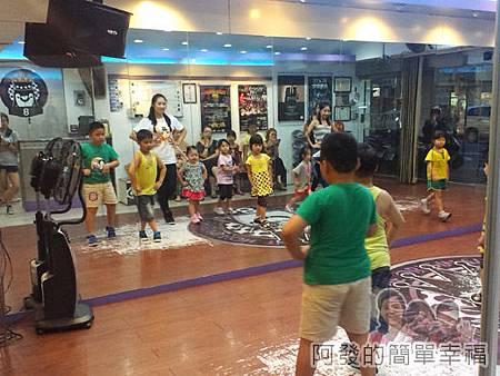 8拍舞蹈工作室-12-跳舞