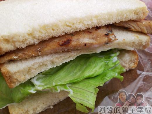 新埔站-無名攤車漢堡05肉排三明治