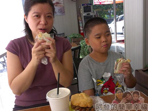 新埔站-無名攤車漢堡12享受早餐
