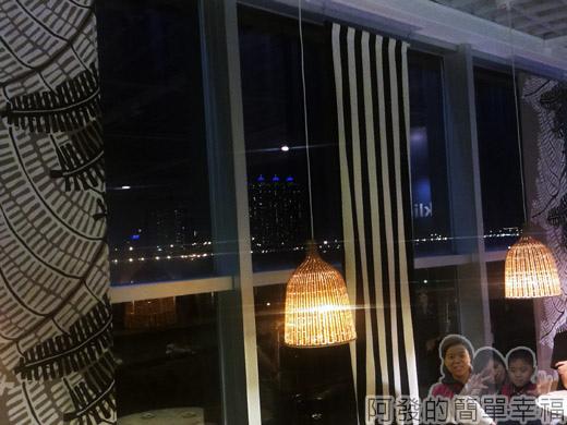 IKEA宜家家居餐廳晚餐-25窗外夜景