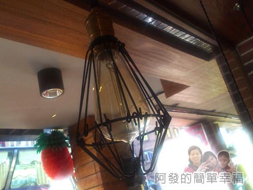板橋-路易莎咖啡09鋁線燈飾