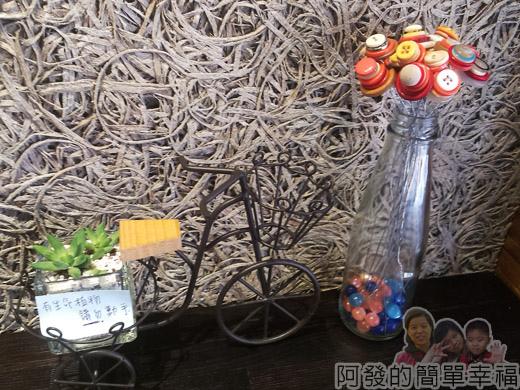 板橋-路易莎咖啡10桌上擺飾