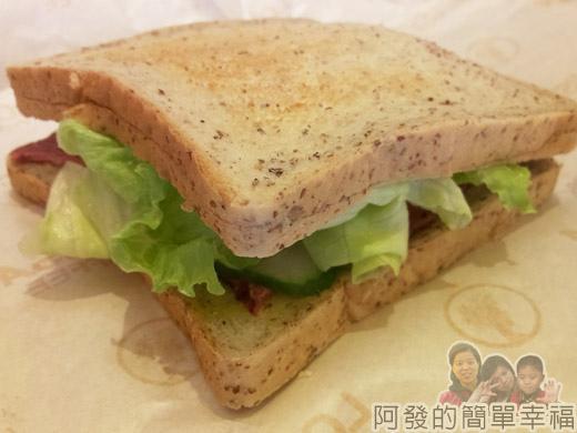 板橋-路易莎咖啡17全麥黑胡椒牛肉三明治