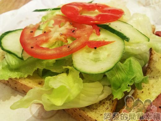 板橋-路易莎咖啡18全麥黑胡椒牛肉三明治