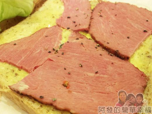 板橋-路易莎咖啡19全麥黑胡椒牛肉三明治
