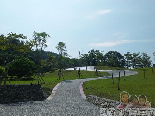 宜蘭礁溪-龍潭湖09弧形大碗狀溜滑梯