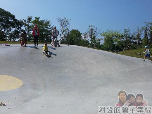 宜蘭礁溪-龍潭湖10弧形大碗狀溜滑梯