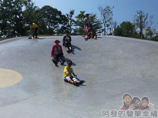 宜蘭礁溪-龍潭湖12弧形大碗狀溜滑梯
