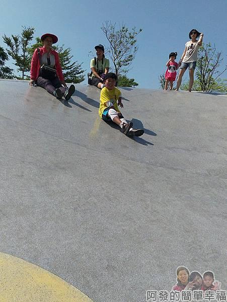宜蘭礁溪-龍潭湖11弧形大碗狀溜滑梯
