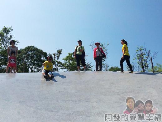 宜蘭礁溪-龍潭湖15弧形大碗狀溜滑梯