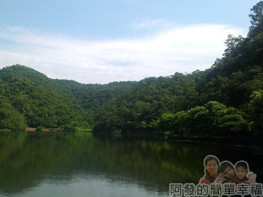 宜蘭礁溪-龍潭湖21湖光山色加上藍天白雲相伴