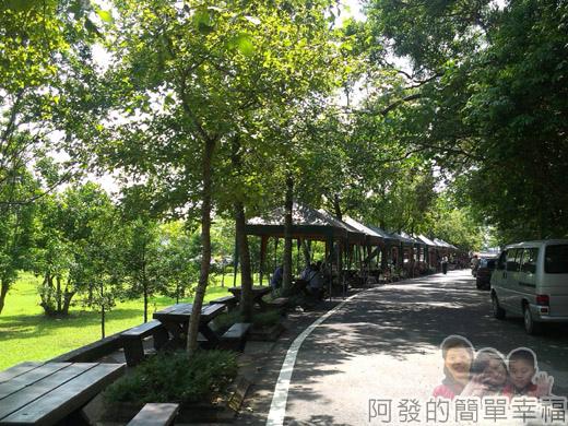 宜蘭礁溪-龍潭湖36終點前的攤商區