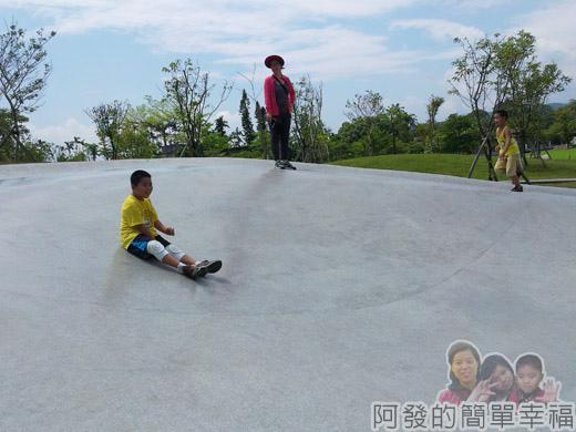宜蘭礁溪-龍潭湖38離開前再次來玩溜滑梯