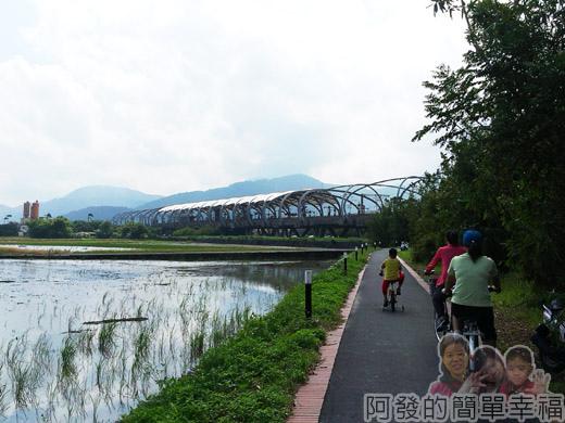 冬山河自行車專用道23瓜棚外觀的冬山車站