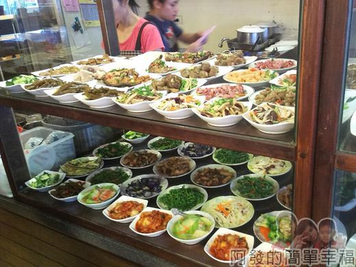 冬山-米食小館06-小菜櫃