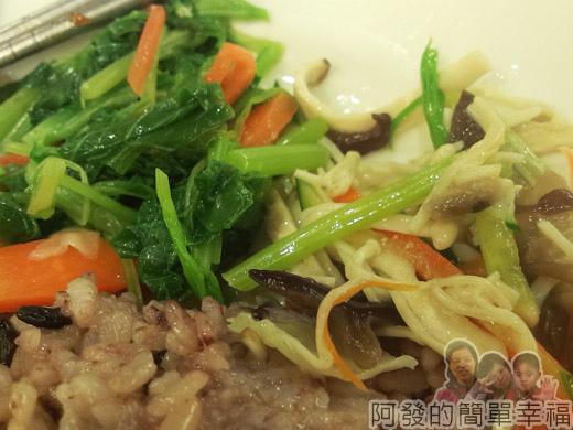 冬山-米食小館16-東坡肉片飯-養身飯與配菜