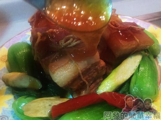 DIY東坡肉20-淋上醬汁