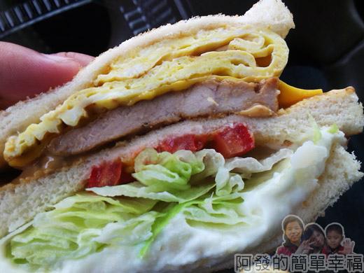 新莊-早鳥吐司09-招牌早鳥三明治特寫