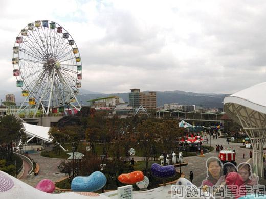 兒童新樂園42-往3F樓梯上的景觀.jpg
