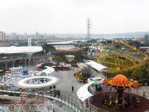 兒童新樂園68-2水果摩天輪V-搭乘的窗外景觀.jpg