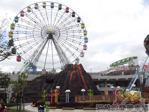 兒童新樂園24-夢想海與火山I-在摩天輪下方.jpg