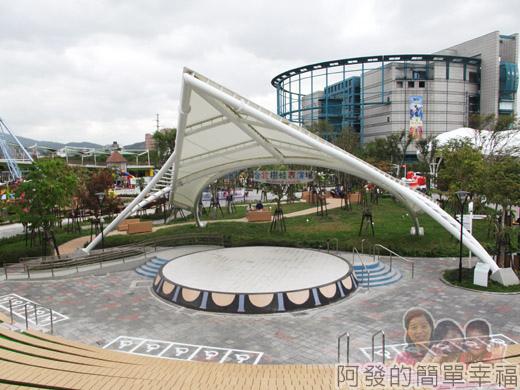 兒童新樂園29-台北市樹蛙表演場舞台.jpg